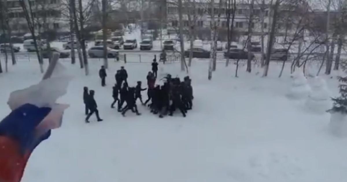 Росгвардия провела учения по разгону митинга девятиклассников в Татарстане