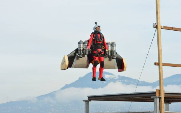 Photo of Jetman Yves Rossy vertical take-off looks almost too relaxing