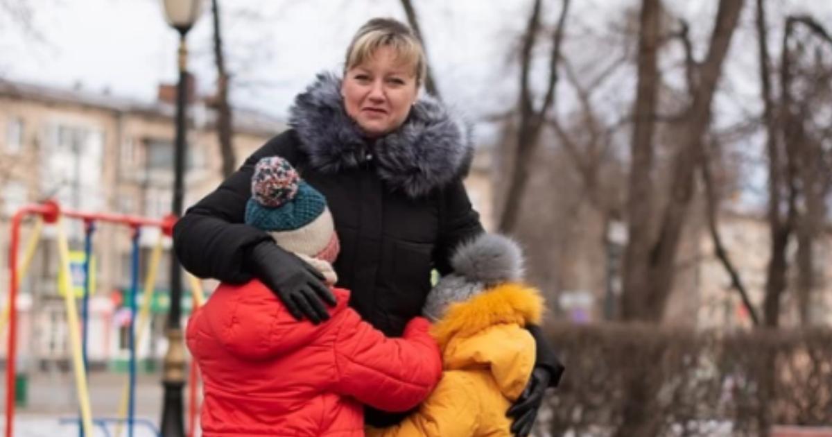 Фото Власти требуют с удочерившей детей женщины миллионные долги родной матери