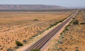 Eyre Highway closed after cyclist killed in Nullarbor crash with truck