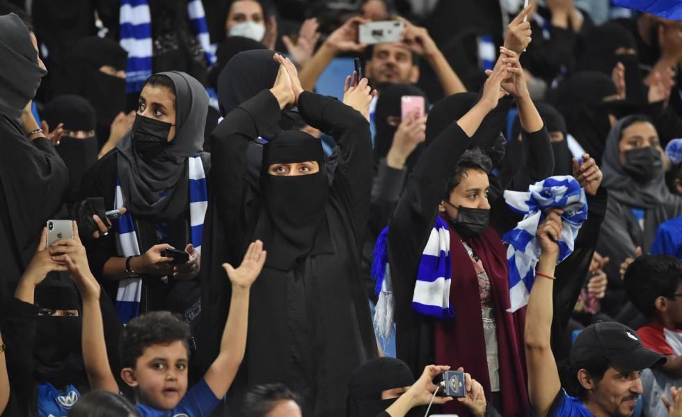 Photo of Arabia Saudí: cuando pasar por la misma puerta es un avance para la mujer