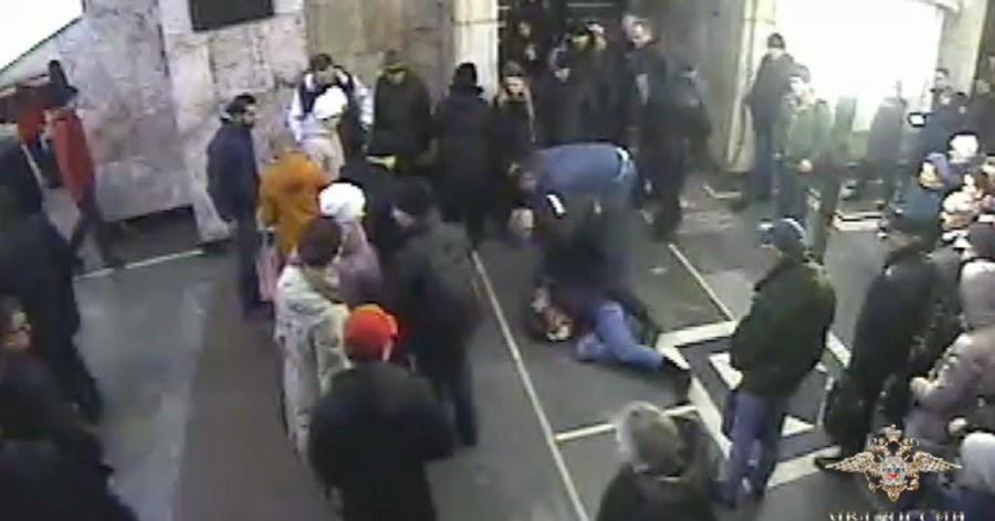 Курсант МВД обезвредил женщину, порезавшую пассажирку московского метро