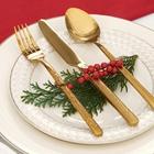 Фото Бокалы, приборы, декор: Как украсить новогодний стол