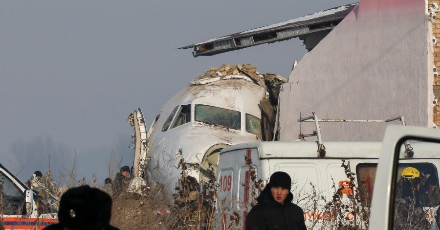 Пассажирский самолет разбился в Казахстане: на борту было 100 человек