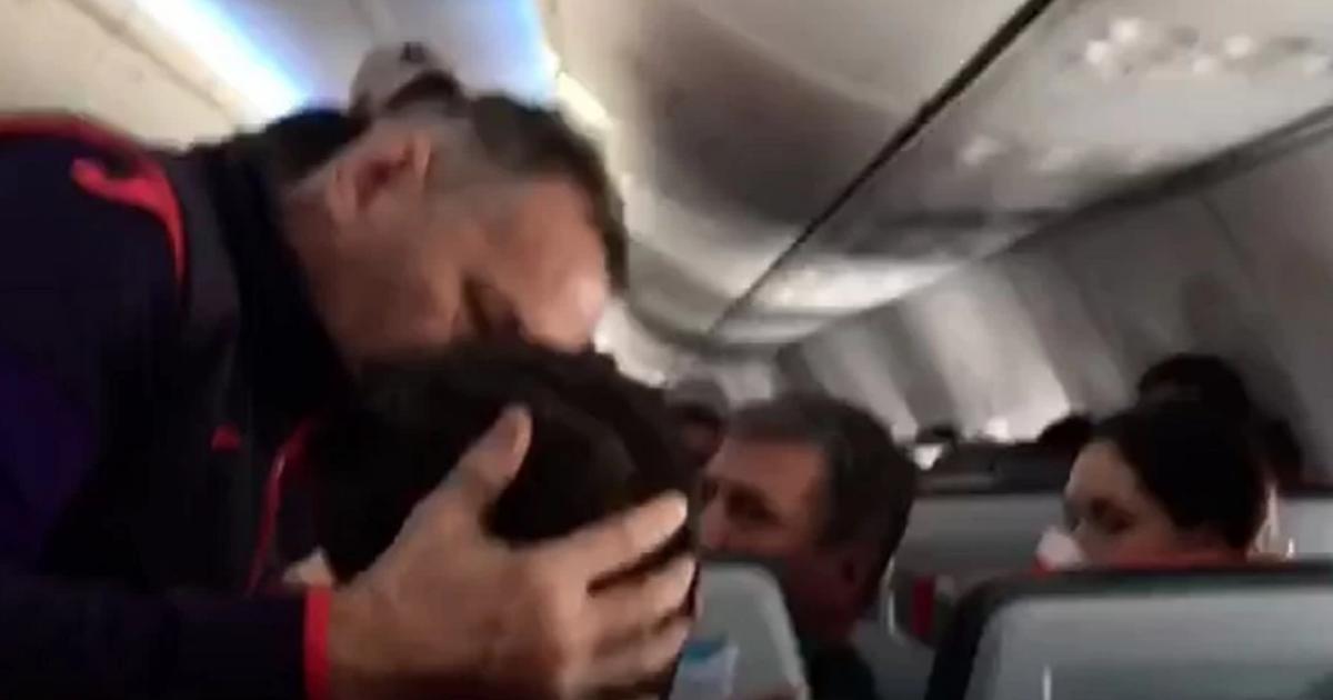"""Фото """"Герои в самолете"""": врачи чудом спасли пассажира рейса из Москвы"""