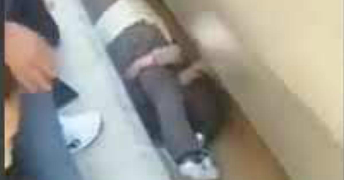 Фото Отец спас дочь в Египте, закрыв ее собой от поезда