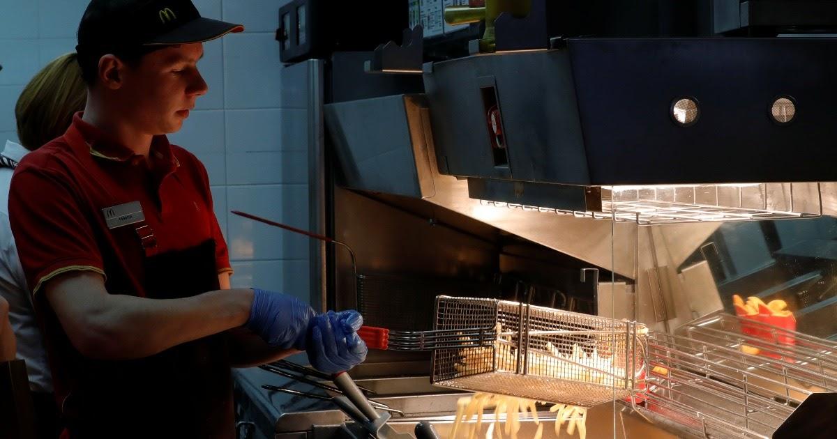 McDonald's отменил «Биг Маки» по 3 рубля, сославшись на коронавирус