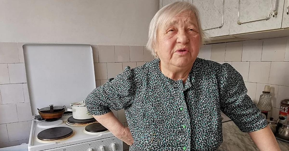 На 87-летнюю бабушку завели дело за колбасу из магазина