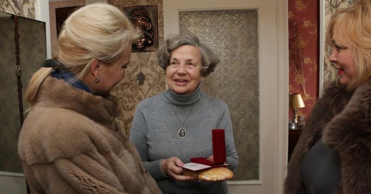 Чиновница, подарившая блокадникам по пирожку, передумала увольняться