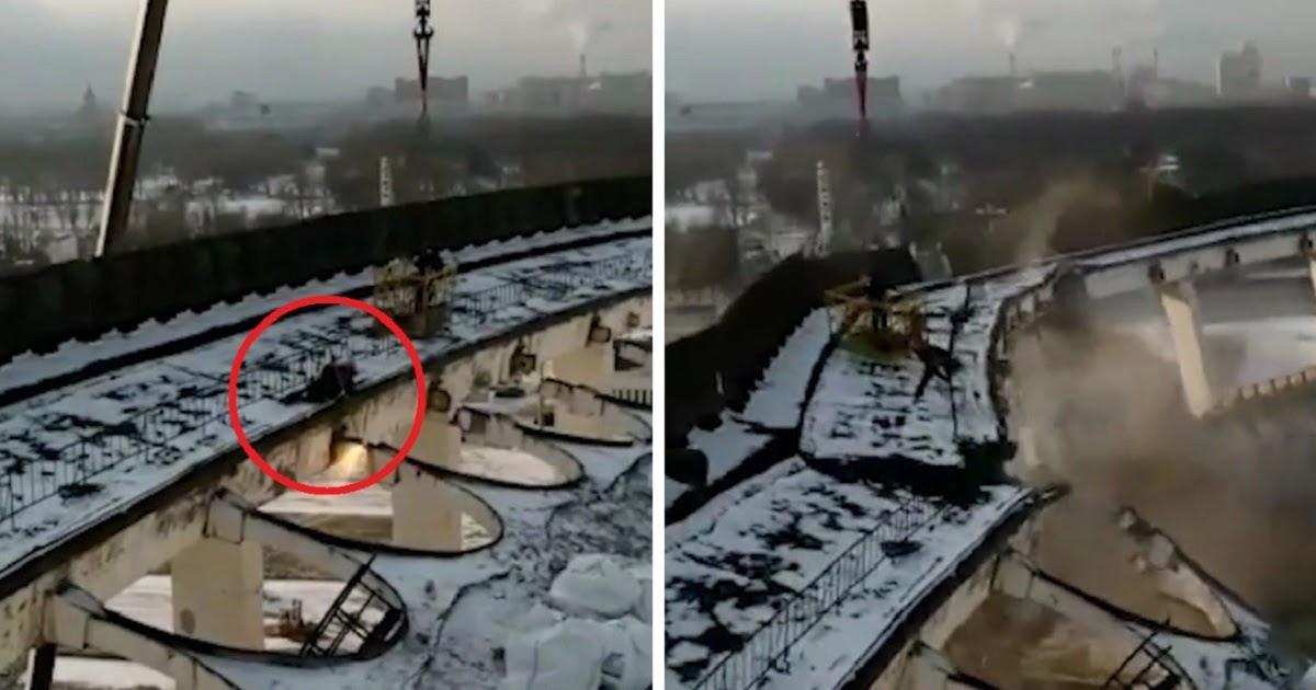 Фото Рабочий не успел убежать при обрушении крыши стадиона в Петербурге