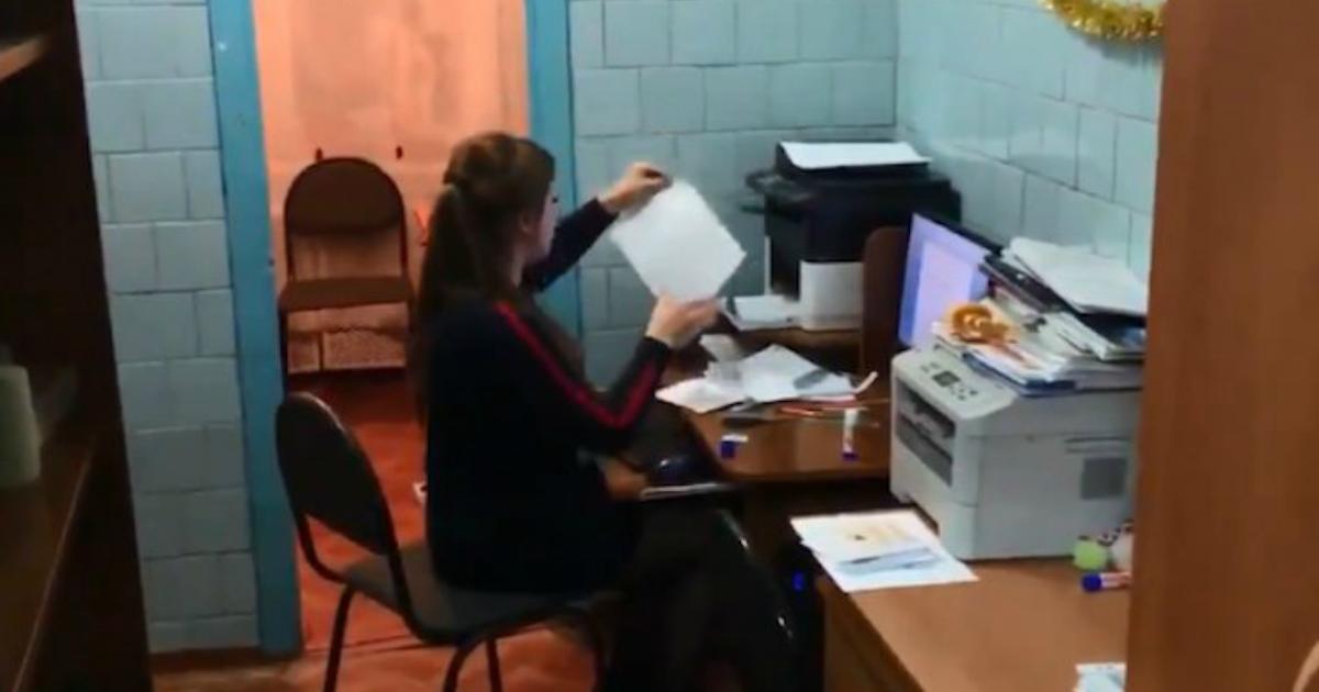 Учительскую перенесли в туалет в школе Красноярского края