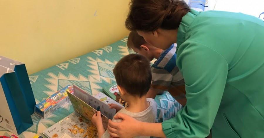 Найденных в Шереметьево детей отдали под опеку родным