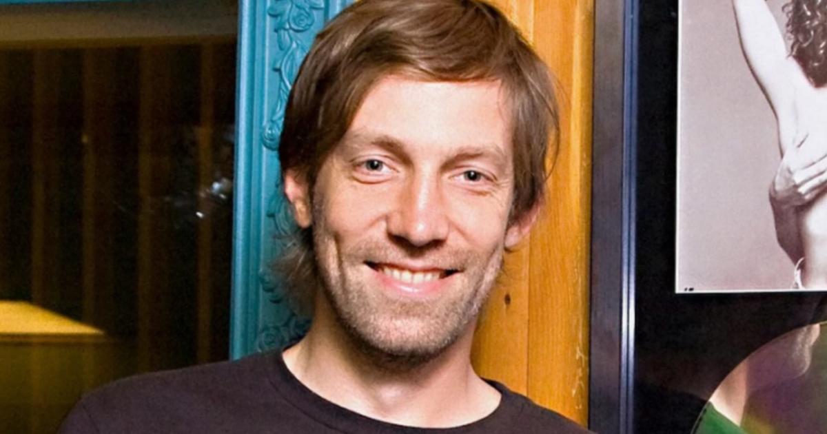 Создатель музыки к «Бригаде» разбился о скалы в Австралии