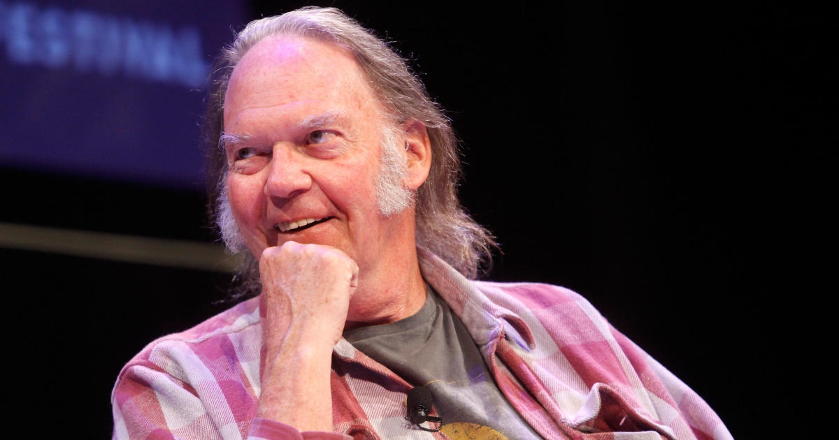 Photo of Neil Young pens open letter to President Trump