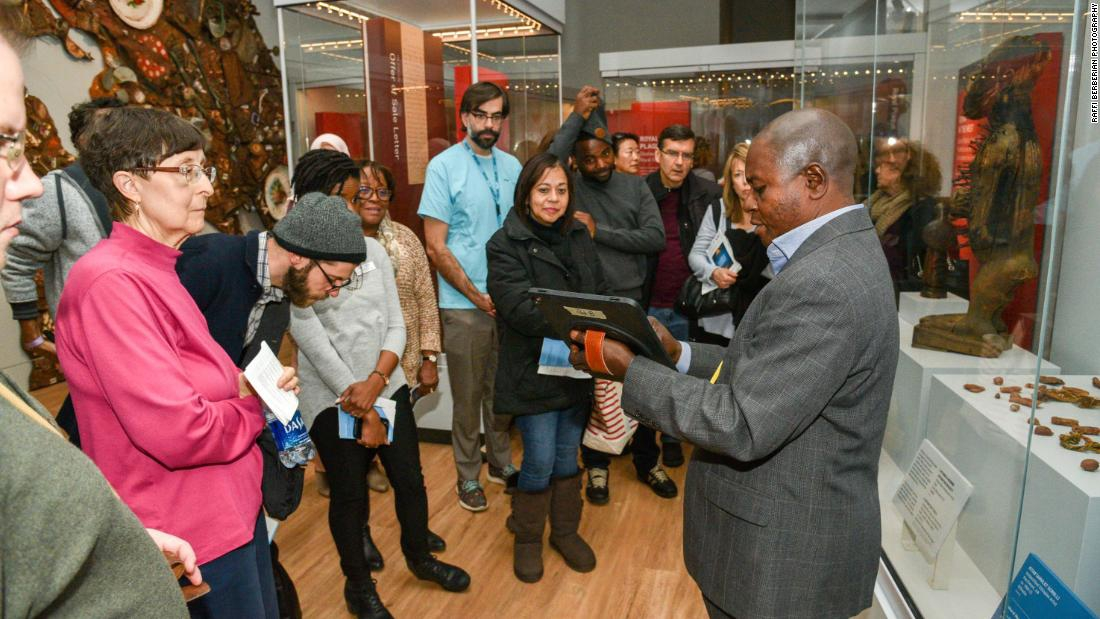 Photo of Museum hires refugees as docents to help visitors see exhibits from a new perspective