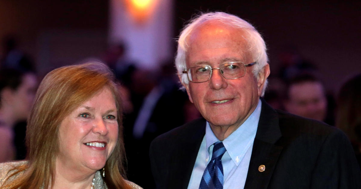 Photo of Bernie and Jane Sanders hire lawyers in response to FBI probe