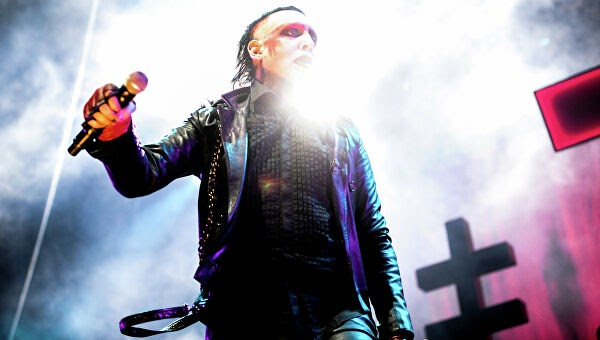 Фото Marilyn Manson: песня Sweet Dreams, Мэрилин Мэнсон без грима и с Дитой фон Тиз