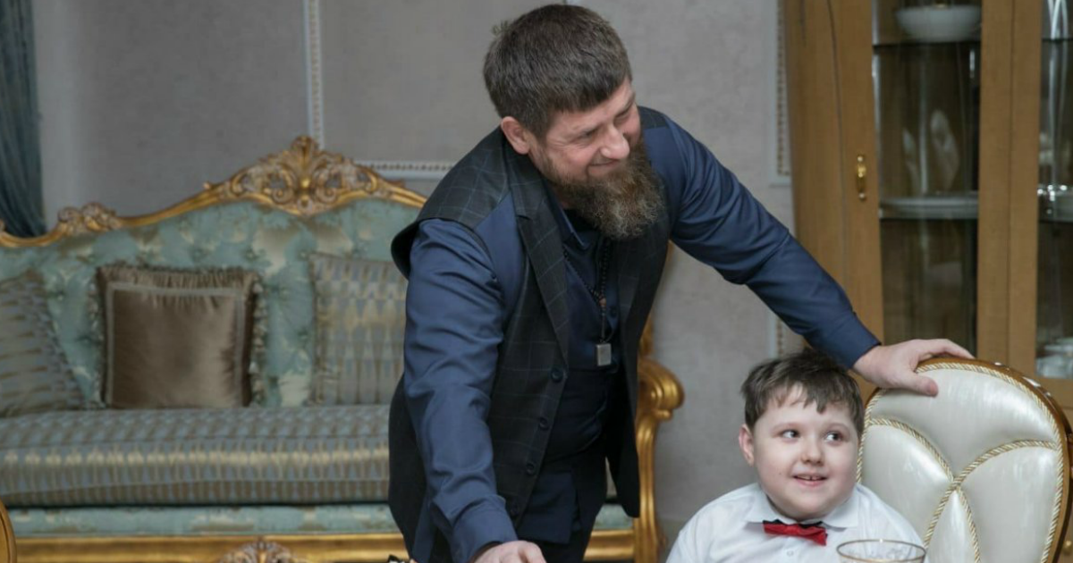 Фото Кадыров исполнил мечту мальчика из Брянска, который назвал его кумиром