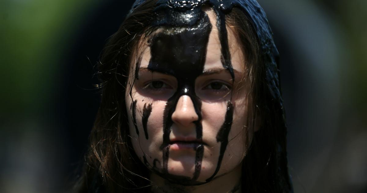 Фото Апокалипсис сегодня: мировые цены на нефть обвалились на 30%