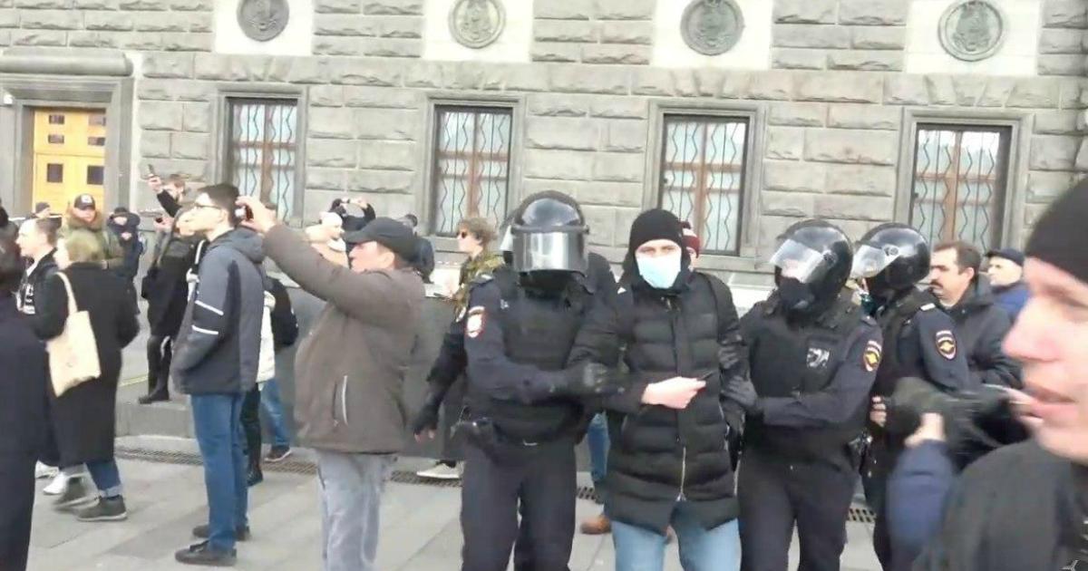 На акции против обнуления Путина в Москве начались задержания