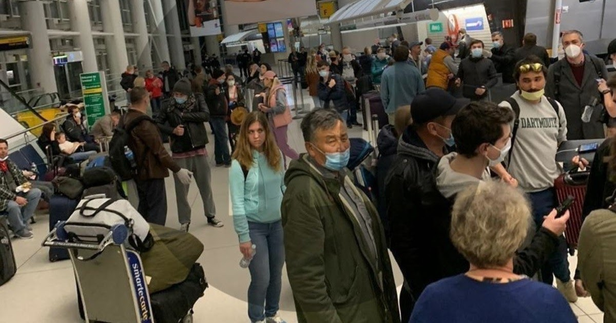 """Фото Россиянин рассказал о """"полном коллапсе"""" при эвакуации в РФ из Нью-Йорка"""