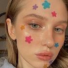 Визажисты снова показывают необычный макияж — для карантина и просто так