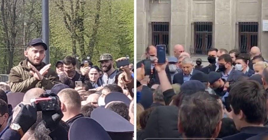 """Фото """"Коронавирусный бунт"""". В Осетии толпа потребовала отставки правительства"""
