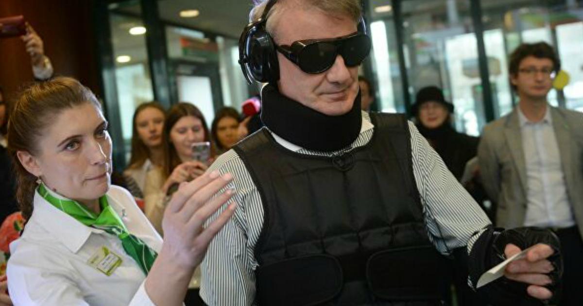 Фото Греф объяснил, почему власти не раздадут россиянам деньги в качестве помощи