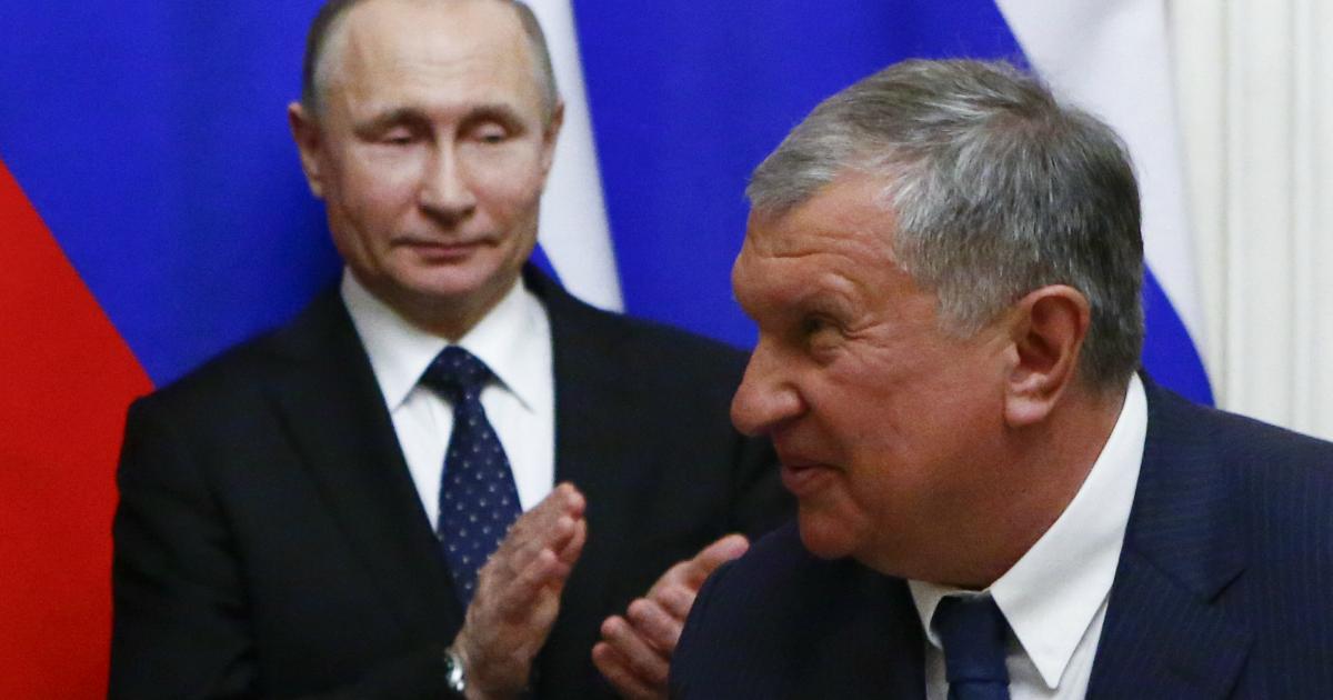 Фото Аудиенция у Путина: Сечин приехал к президенту за помощью и льготами