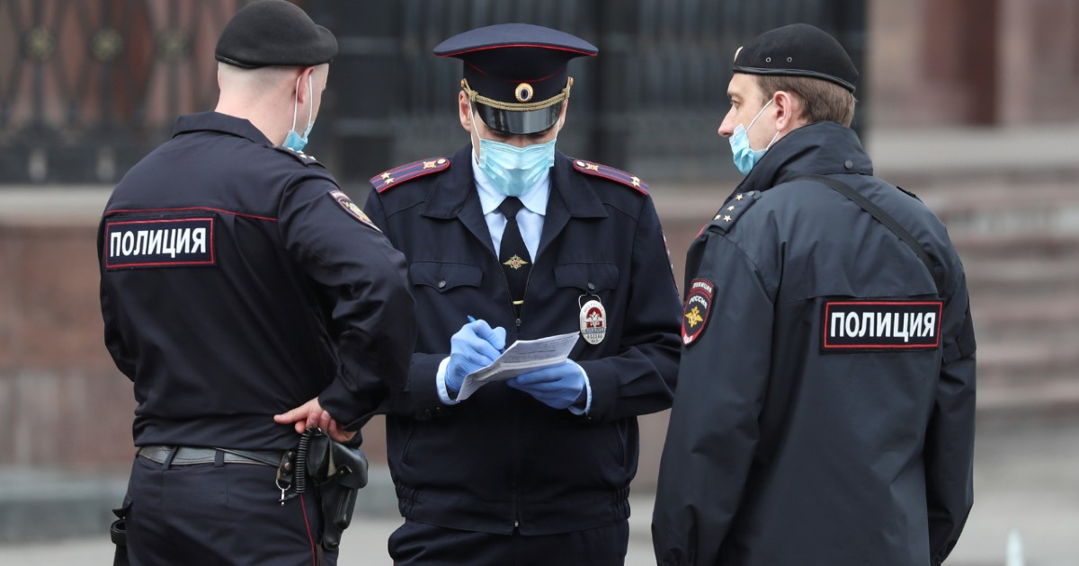 Фото Входить в дома, вскрывать машины. В России расширяют полномочия полиции