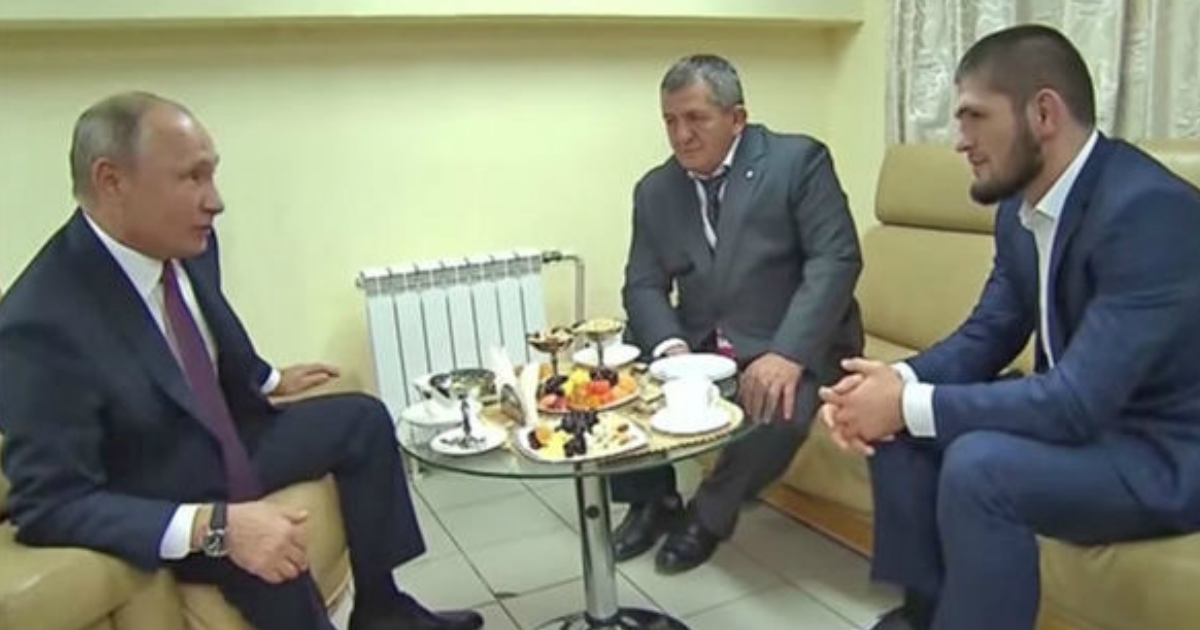 """Фото """"Он в коме"""": отца и наставника Хабиба вывезли из Дагестана"""