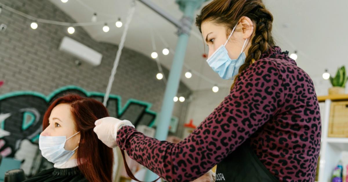 Власти выдвинули москвичам условия для открытия парикмахерских