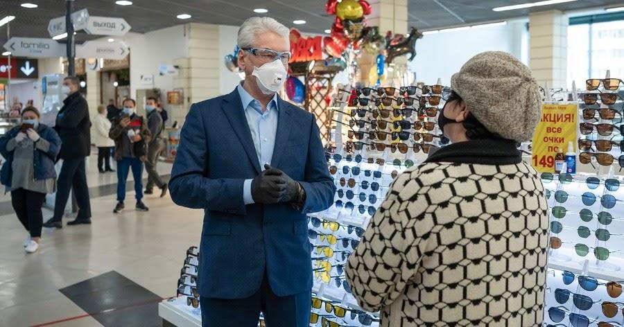 Сергей Собянин в первый день ослабления режима посетил торговый центр