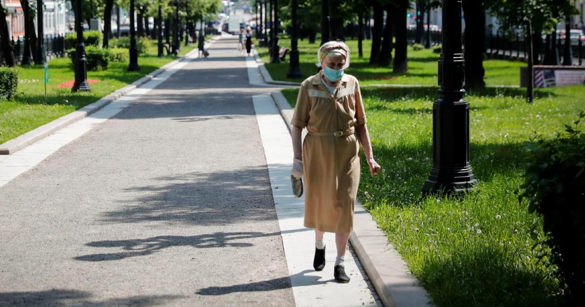 Две сотни смертей за сутки, тысячи заболевших. Эпидемия в России продолжается