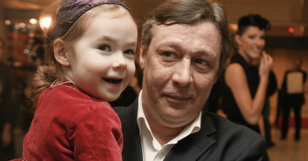 СМИ: Ефремов тяжело мучается и потерял 6 кг со дня трагедии