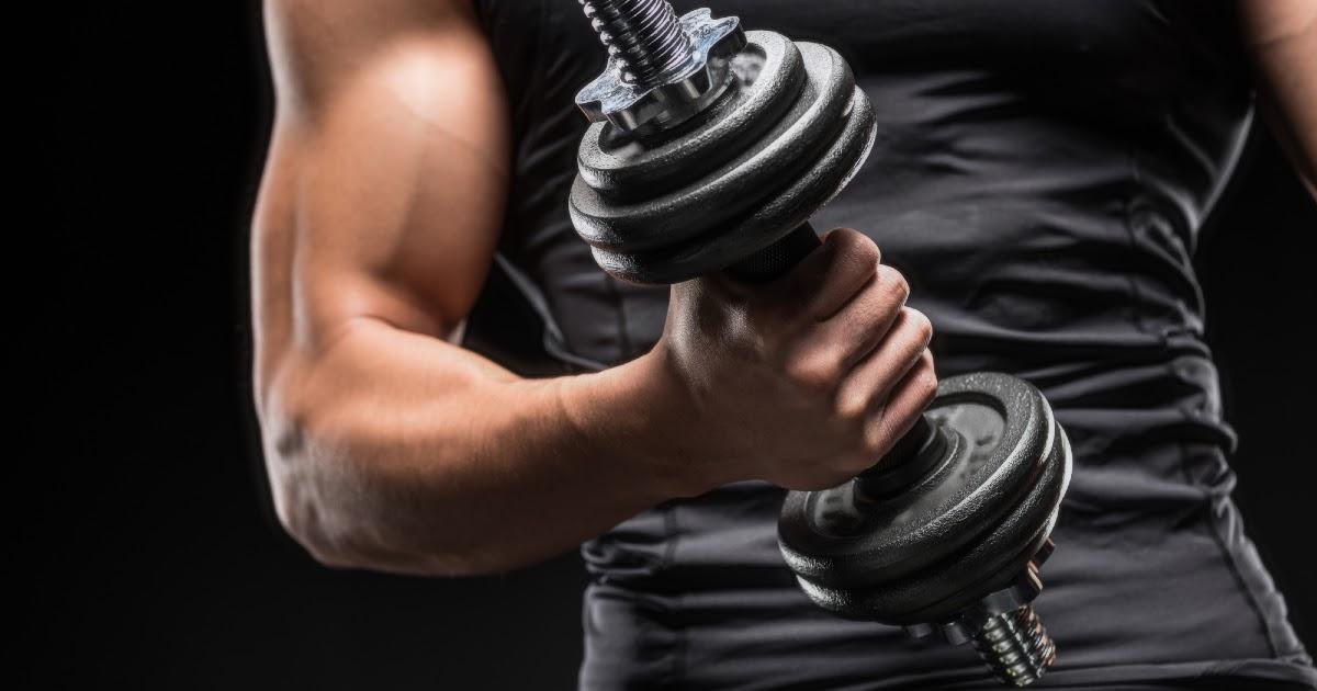 Фото Тренировки для рук в домашних условиях: упражнения со снарядами и без