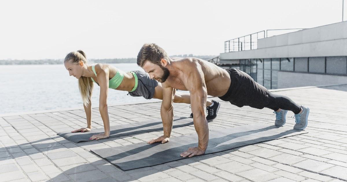 Как накачать пресс дома: подъем ног, планка и другие упражнения для красивого живота