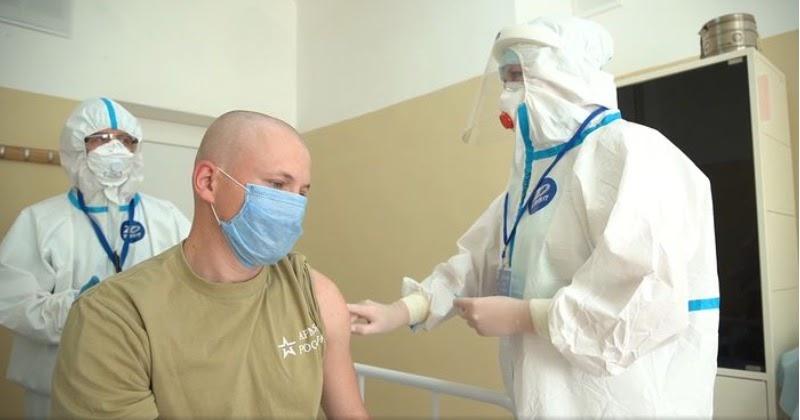 Добровольцы, получившие вакцину от COVID-19, рассказали о самочувствии