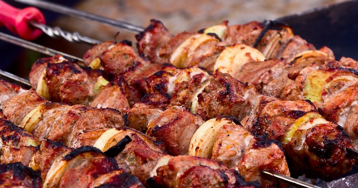 Как приготовить шашлык? Мясо, угли, шампуры для шашлыка. Как приготовить шашлык в духовке?