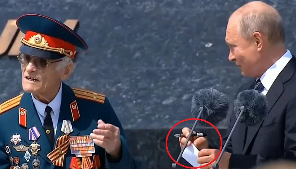 СМИ узнали содержание «тайной записки» Путина ветерану