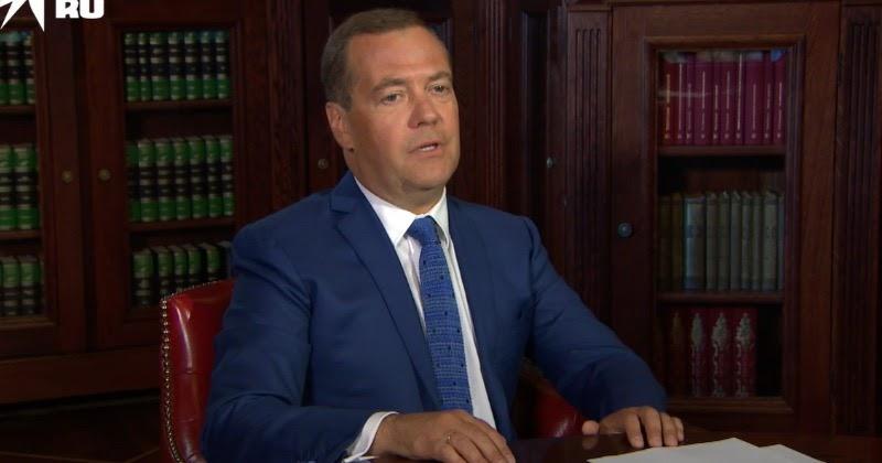 Медведев пообещал сделать прививку от коронавируса