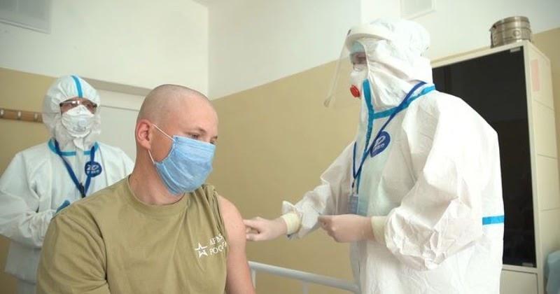 Российская вакцина от COVID-19: у добровольцев сформировался иммунитет