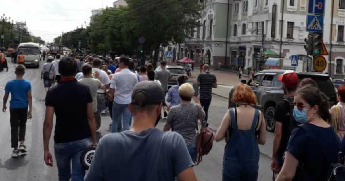 Хабаровск вновь бунтует: жители города вышли на улицы второй день подряд