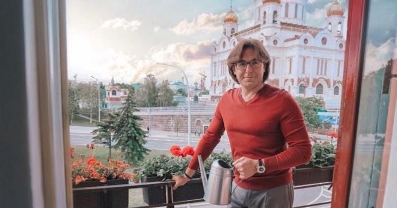 Малахов показал свою квартиру за 140 миллионов рублей