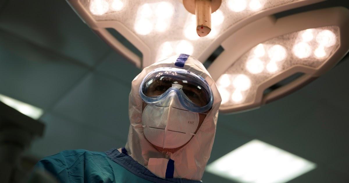 """""""Мы, медики, в аду горим"""". Возмущенный врач обратился к екатеринбуржцам"""