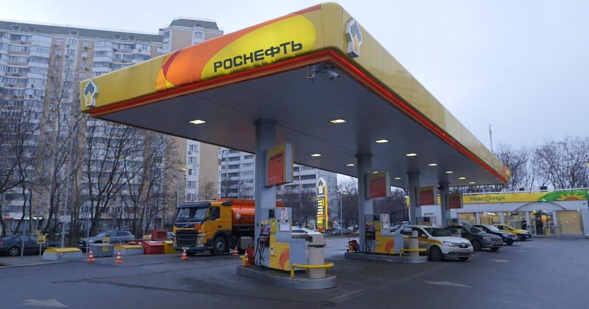 «Роснефть» и дрифт-команда Evil Empire провели городской квест на АЗС Санкт-Петербурга