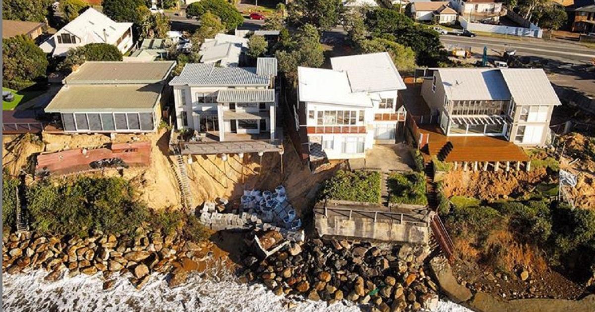 В Австралии дорогие особняки начали падать в океан