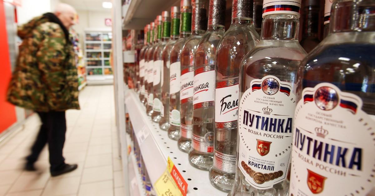 Минфин предлагает поднять цены на водку и коньяк