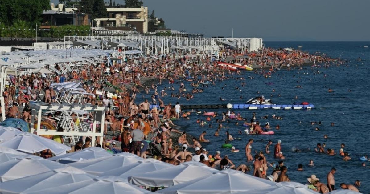 """""""Всем плевать"""". Туристы - о том, как заразились ковидом на Черном море"""
