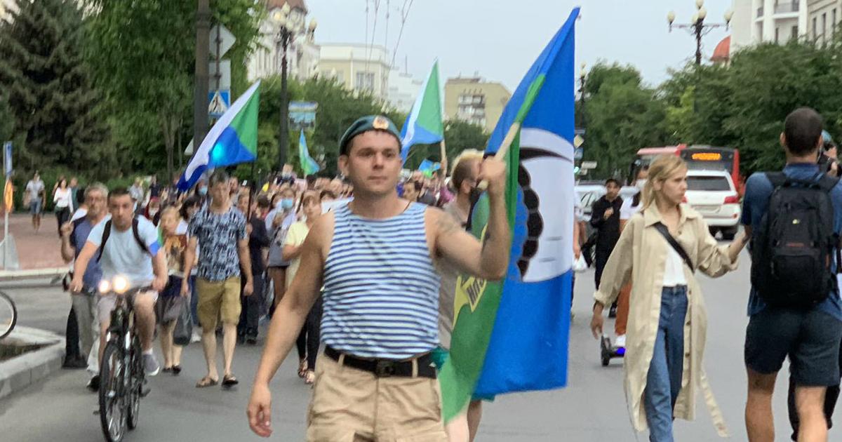 ВДВ за Фургала: десантники Хабаровска вышли на акцию протеста в центре
